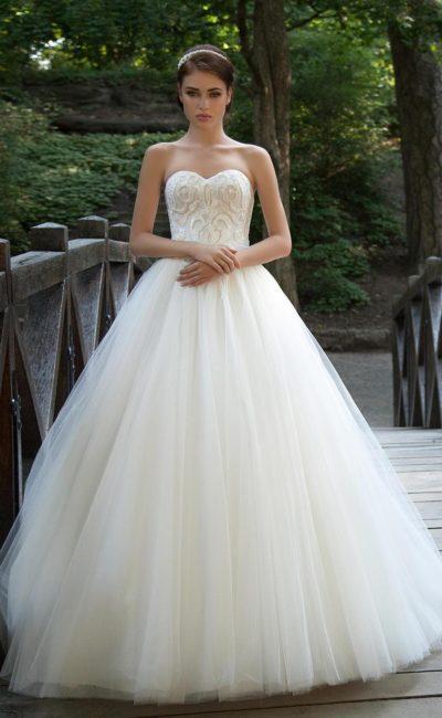 свадебное платье с роскошным корсетом