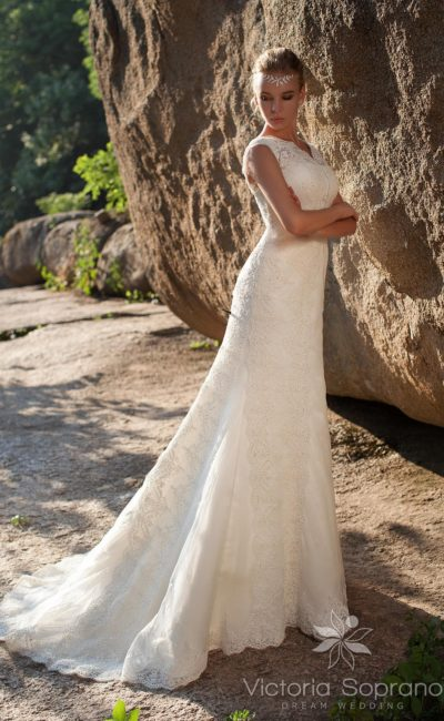 платье с V-образным вырезом сзади