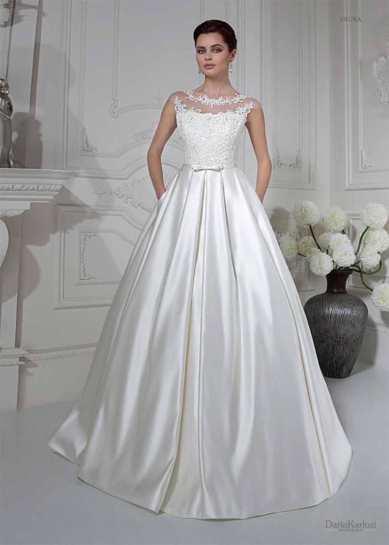 Свадебное платье с роскошной атласной юбкой и полупрозрачным декором корсета с кружевом.