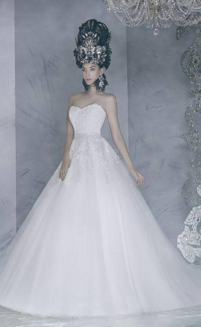 Впечатляющее свадебное платье