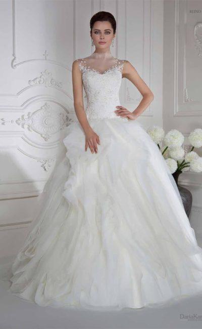 Свадебное платье с вышивкой по закрытому корсету и полупрозрачными оборками на юбке.