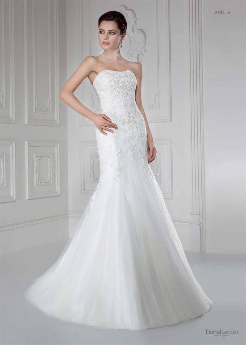 Свадебное платье «рыбка» с атласной подкладкой и кружевным декором открытого корсета.