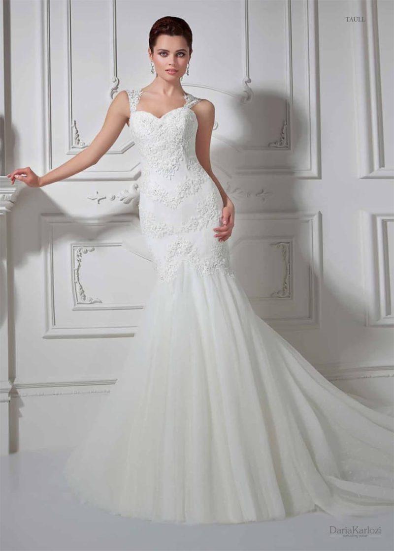 Чувственное свадебное платье «рыбка» с открытым лифом в форме сердца и кружевными бретелями.