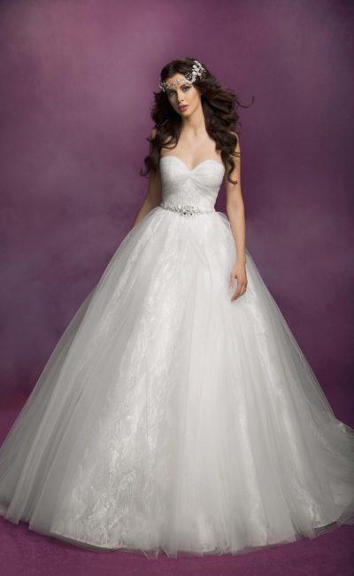Cвадебное платье с многослойным низом