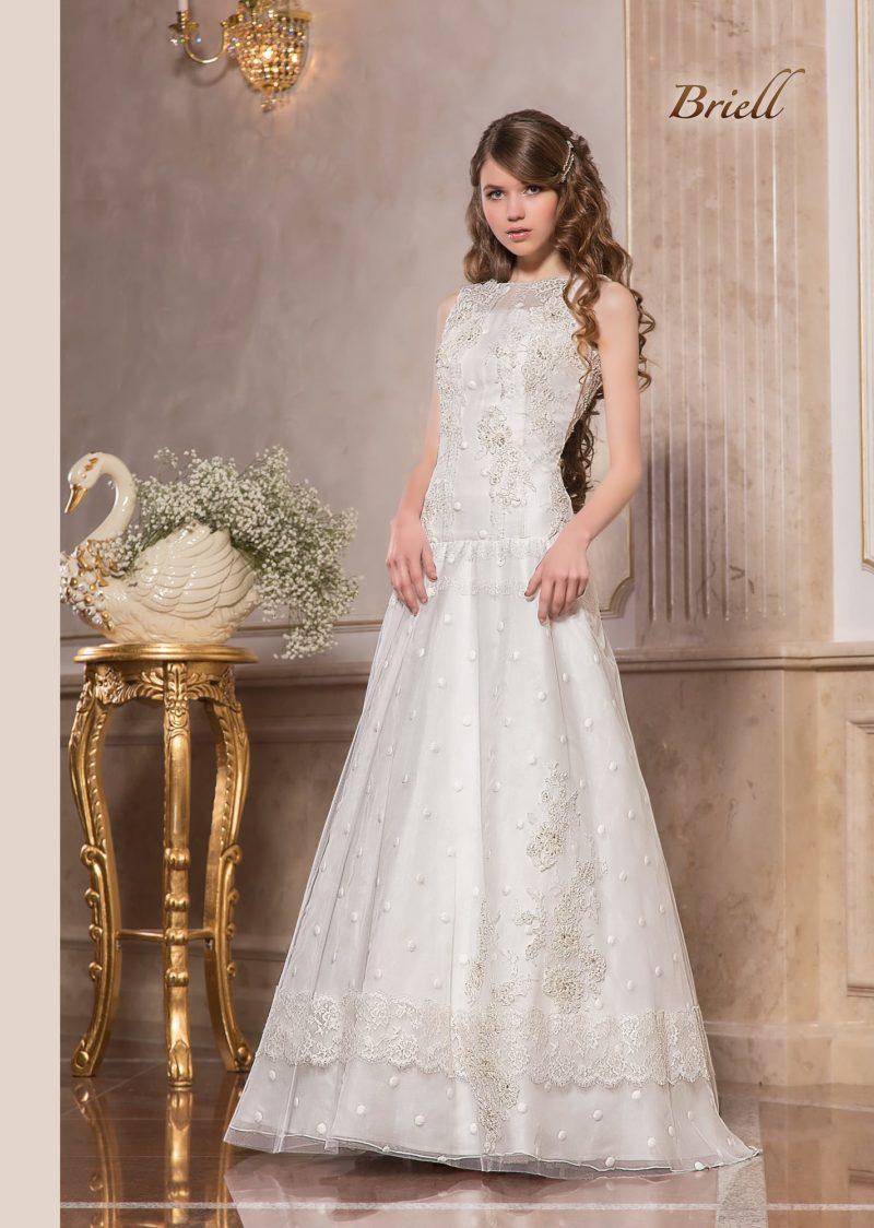 Свадебное платье «принцесса» с заниженной талией и закрытым корсетом.