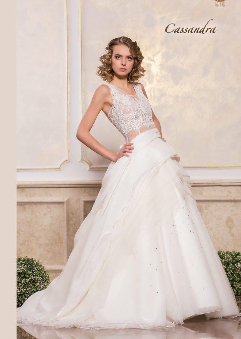 Пышное свадебное платье с чувственным полупрозрачным лифом.