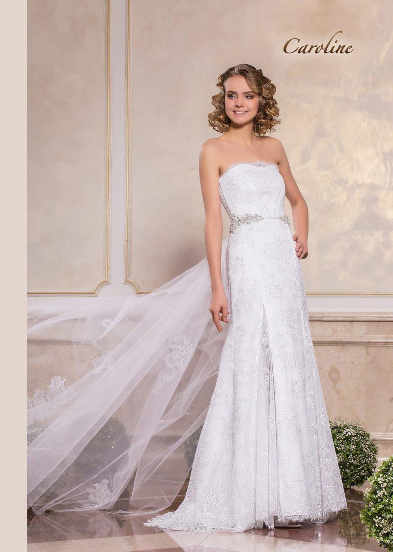 Кружевное свадебное платье прямого кроя с романтичным открытым лифом.