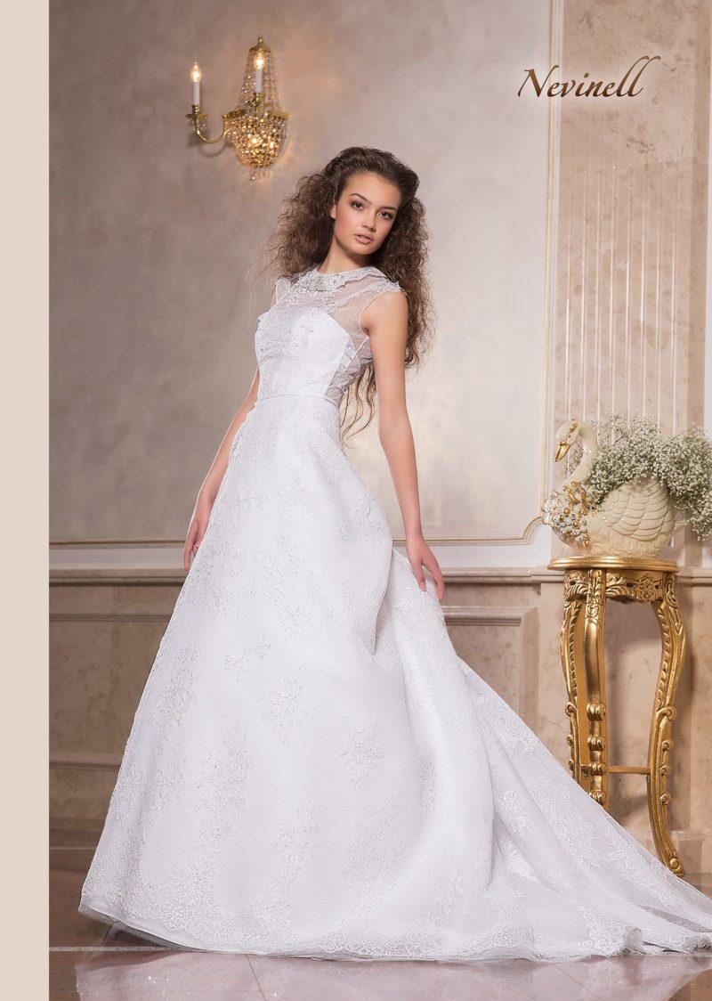 Стильное свадебное платье «принцесса» с закрытым верхом и шлейфом.