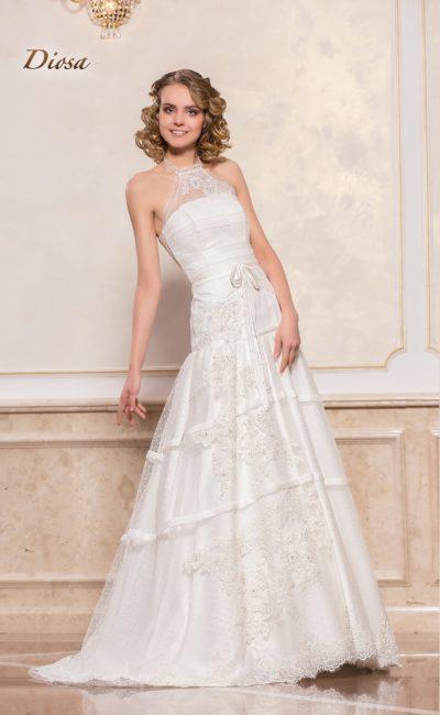Свадебное платье с американской проймой и многоярусной юбкой.