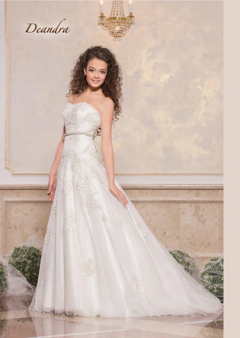 Женственное свадебное платье «принцесса» с лифом прямого кроя.
