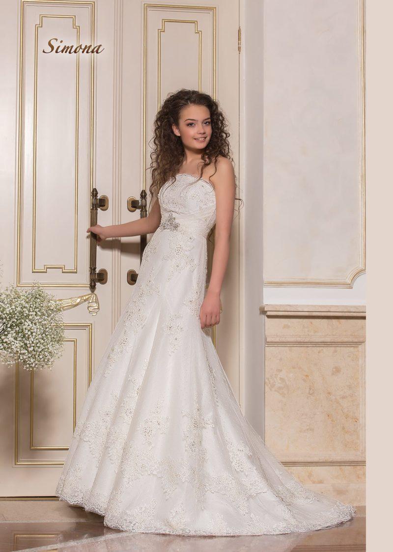 Элегантное свадебное платье «принцесса» с прямым лифом и заниженной талией.