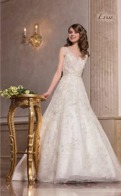 Кружевное свадебное платье «принцесса» с бисерной отделкой.