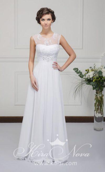 Прямое свадебное платье с полупрозрачной вставкой над лифом и широким поясом с драпировками.