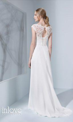 Лаконичное свадебное платье прямого кроя с кружевным лифом и небольшим вырезом сзади.