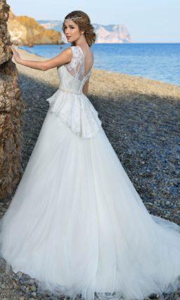 Свадебное платье с округлым верхом