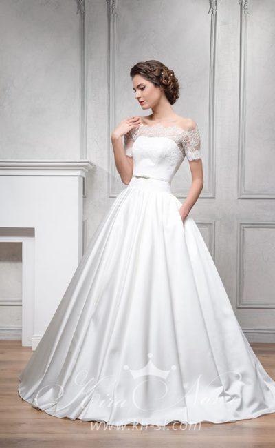Великолепное свадебное платье с пышной атласной юбкой и кружевным портретным декольте.