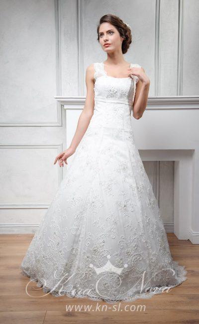 Стильное свадебное платье «принцесса» с фактурной кружевной отделкой.