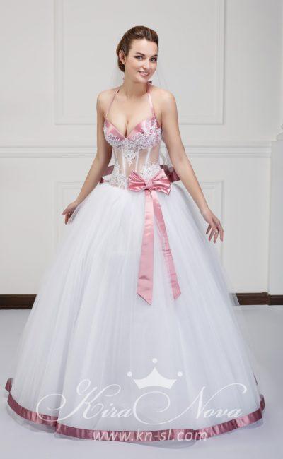 Пышное свадебное платье с розовым атласным лифом и такой же отделкой низа подола.