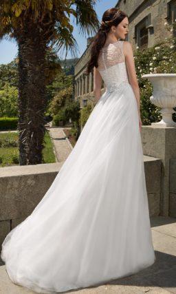 Романтичное закрытое свадебное платье