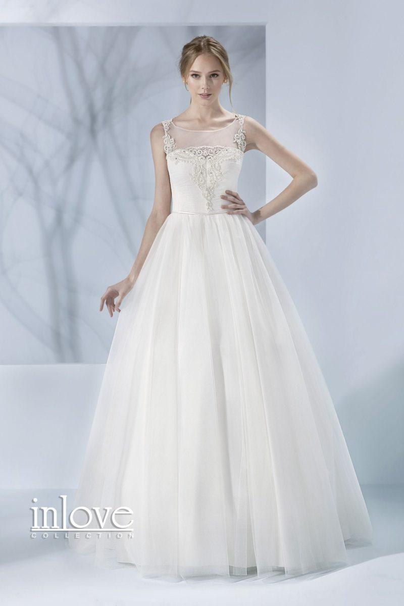 Свадебное платье классического кроя