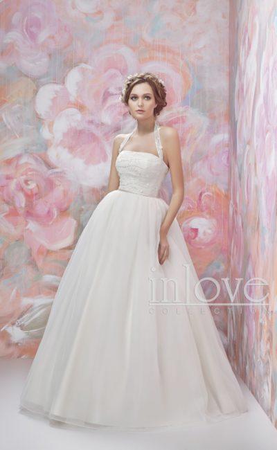 Пышное свадебное платье с бретелью-халтер и бисерной вышивкой на корсете.