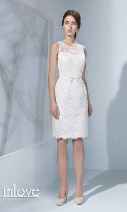 Кружевное платье силуэта «футляр»