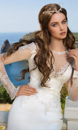 Кружевное платье с длинными рукавами