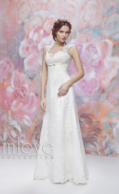 Свадебное платье с тонкими кружевными бретелями и атласным поясом под лифом.