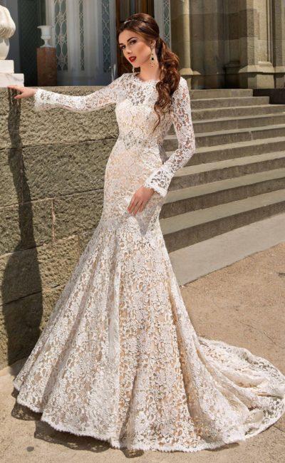 Стильное закрытое свадебное платье