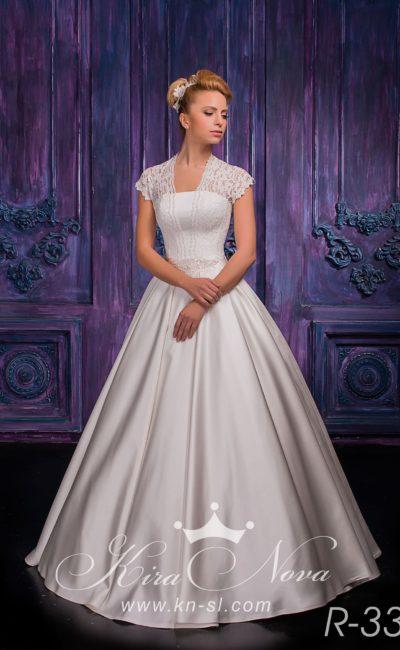 Атласное свадебное платье «трапеция» с широкими кружевными бретелями над элегантным лифом.