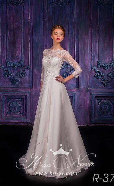 Деликатное свадебное платье с закрытым верхом с фигурным кружевным вырезом под горло.