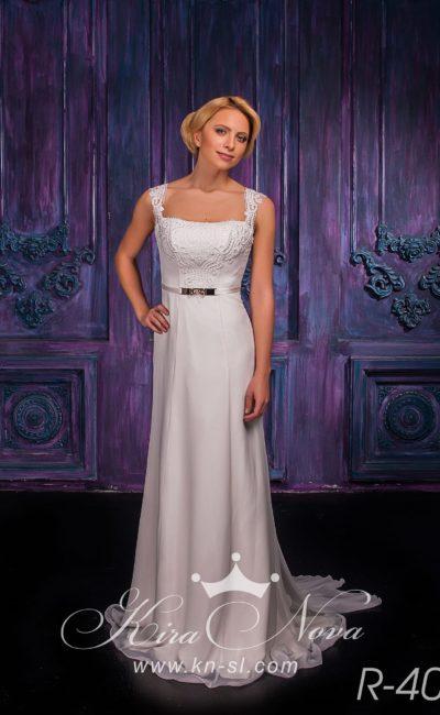 Прямое свадебное платье с оригинальным золотистым поясом и широкими бретелями из кружева.