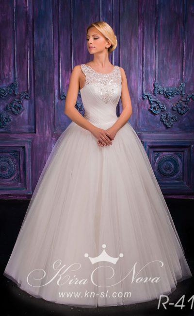 Женственное свадебное платье с пышной многослойной юбкой и кружевным лифом с бретелями.