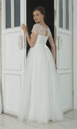 платье с кружевной отделкой верха