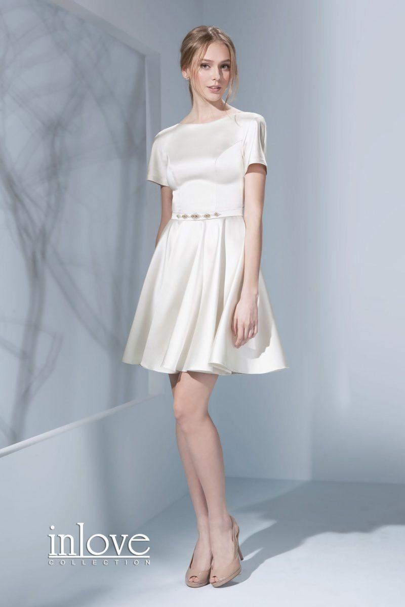 Свадебное платье длиной до колена