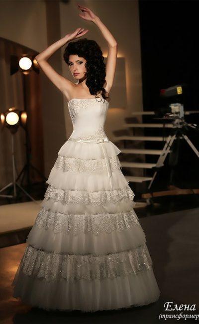 Свадебное платье-трансформер с оборками по юбке и открытым лифом прямого кроя.