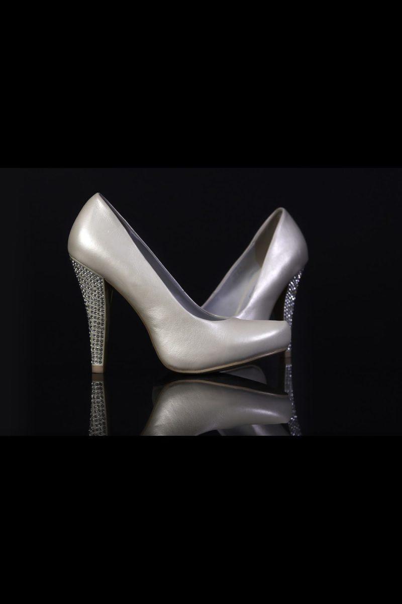 Туфли кожаные со стразами на каблуках