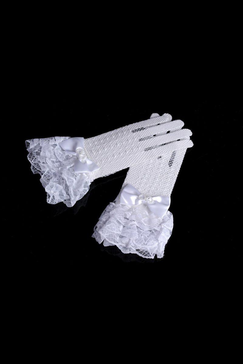 Тонкие перчатки с атласными бантами и пышными кружевными манжетами.