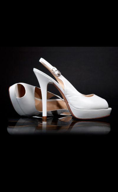 Простые свадебные босоножки на высоком каблуке
