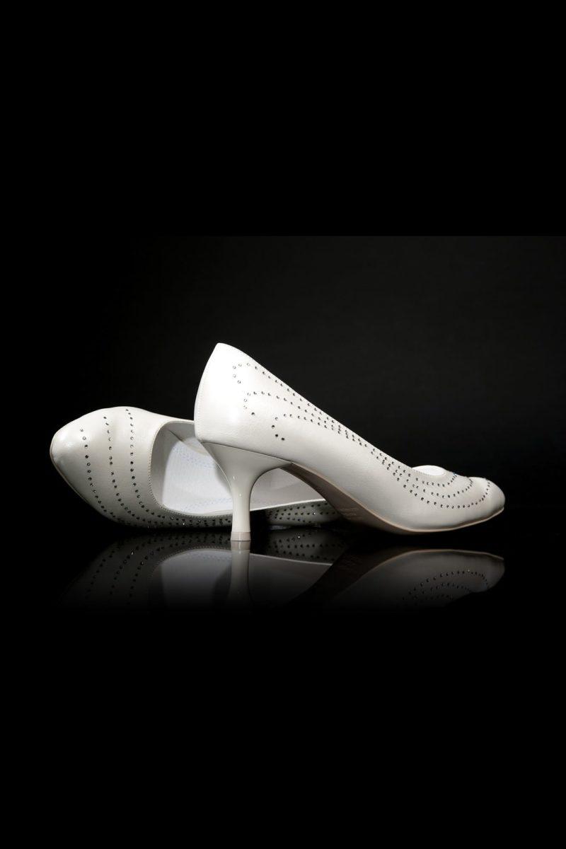Туфли кожаные с изящной отделкой