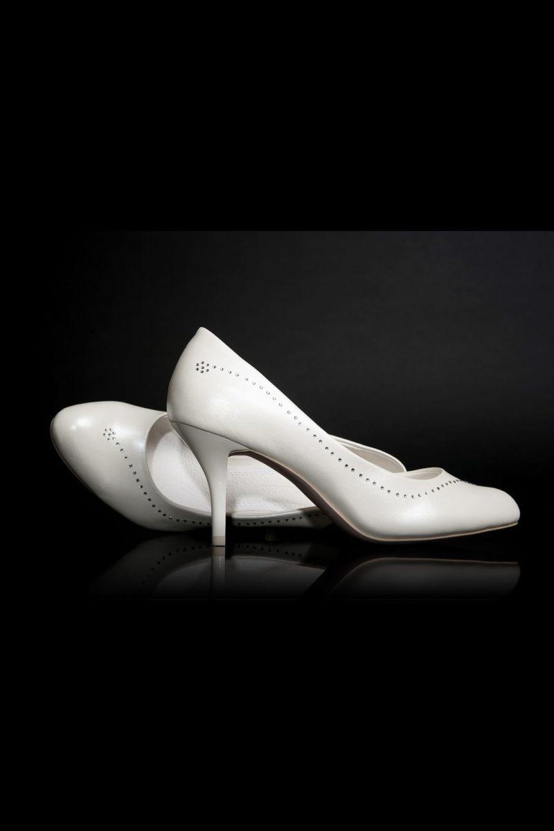 Туфли кожаные глянцевые с деликатным бисерным декором
