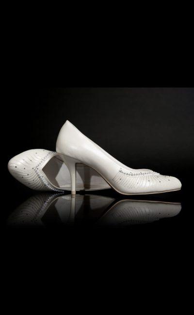 Туфли кожаные, украшенные вышивкой и бисером