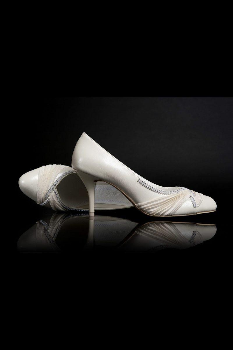Туфли кожаные с бисерным декором и драпировками