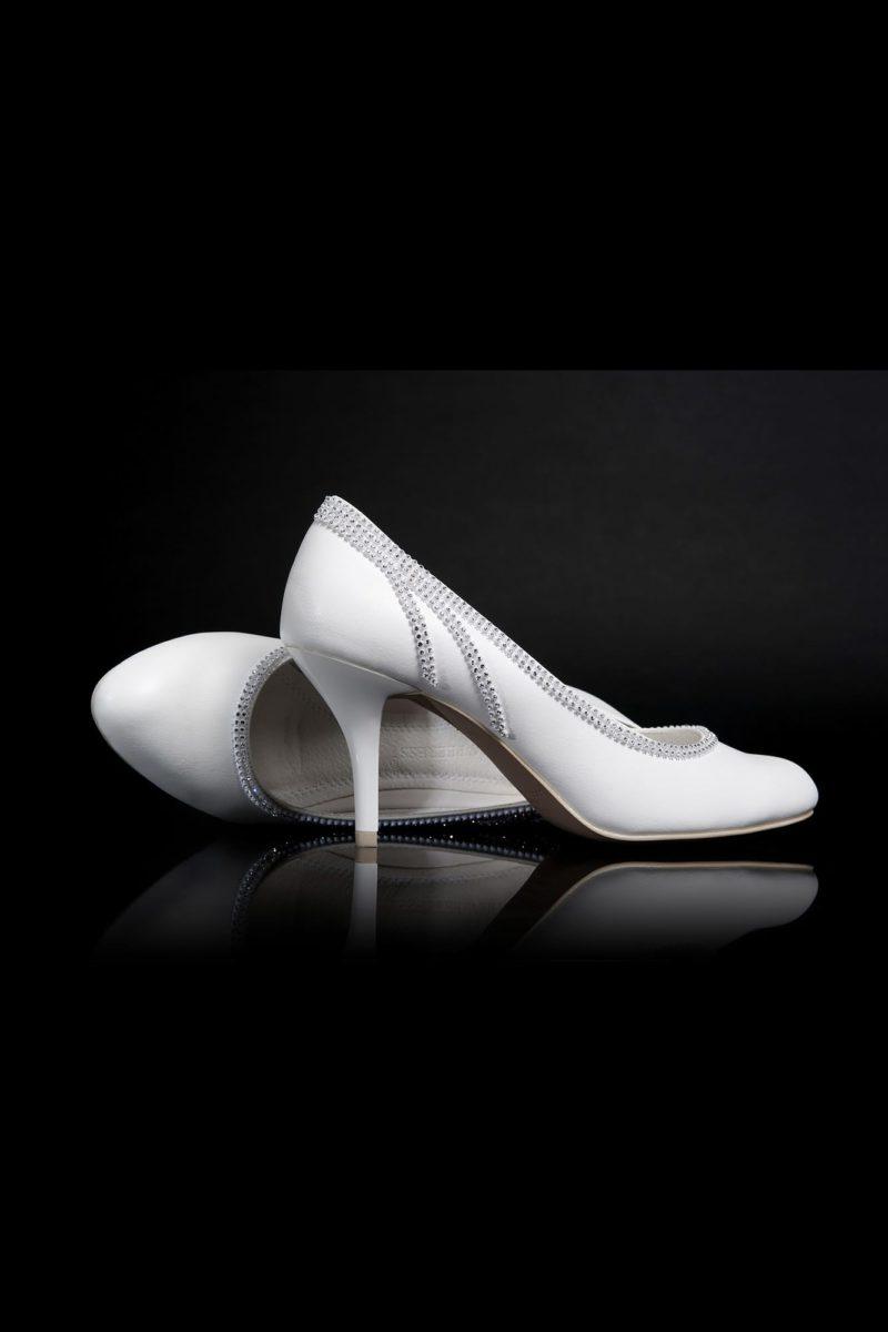 Туфли кожаные с эффектным бисерным декором