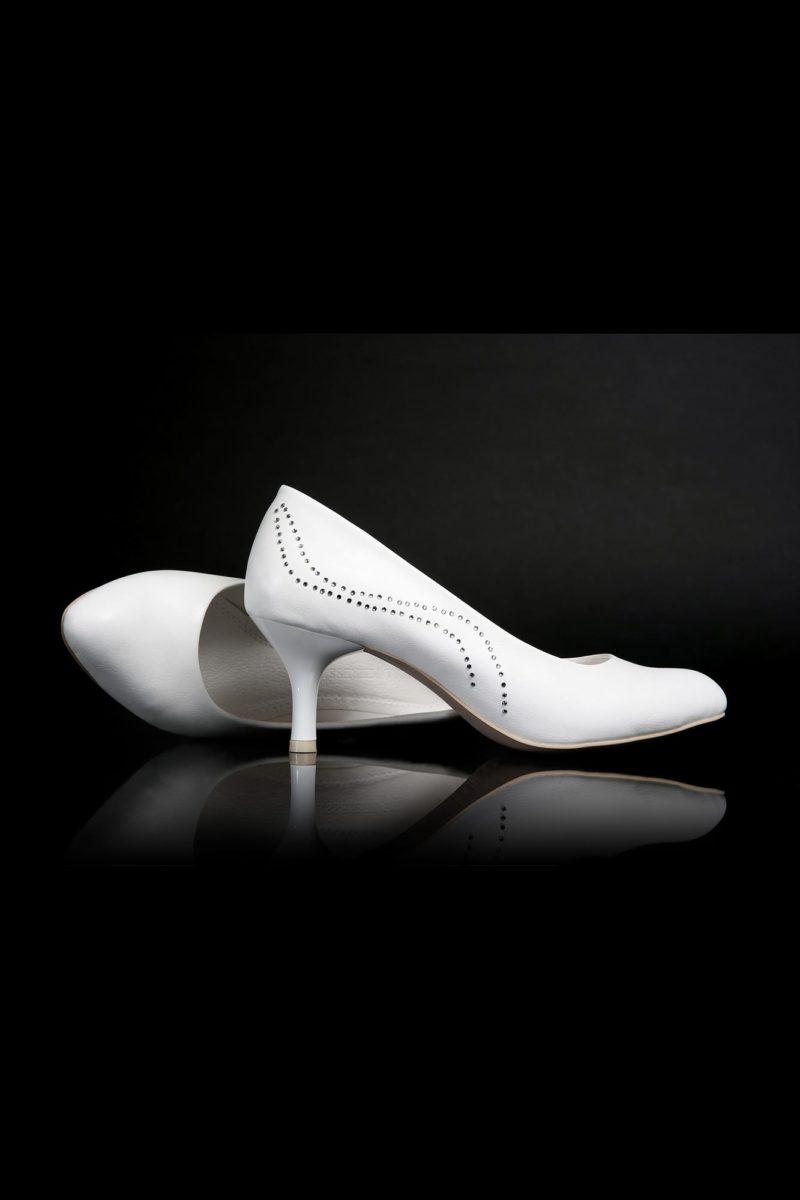 Туфли кожаные с серебристой отделкой на заднике