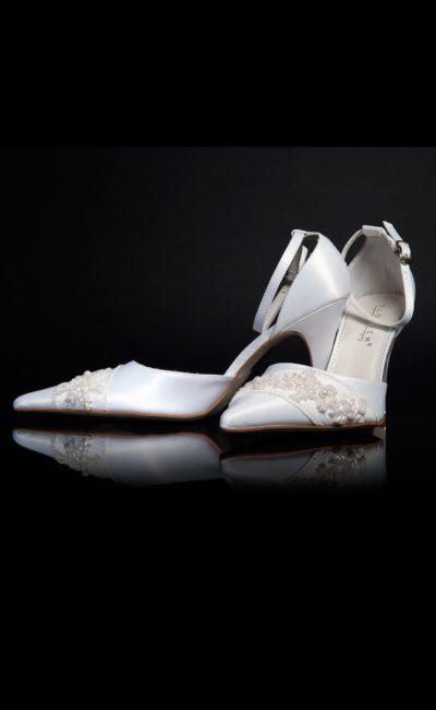Босоножки кожаные с бисерной вышивкой на закрытом носке