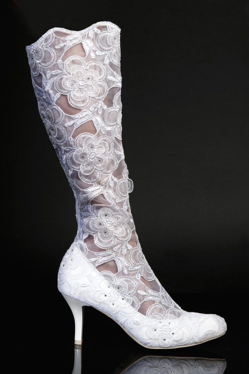 Полупрозрачные свадебные сапоги из кружева с цветочным узором
