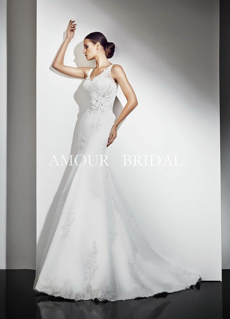 Свадебное платье «русалка» с небольшим вырезом на спинке и элегантным лифом.