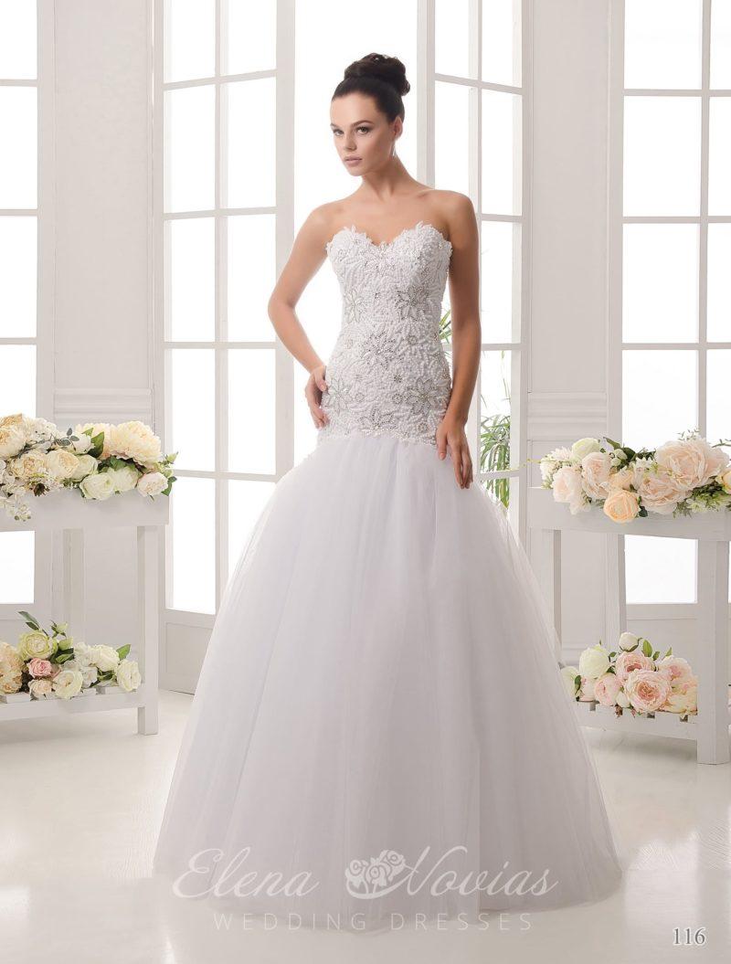 Чувственное свадебное платье «рыбка» с фактурной отделкой лифа и корсета.