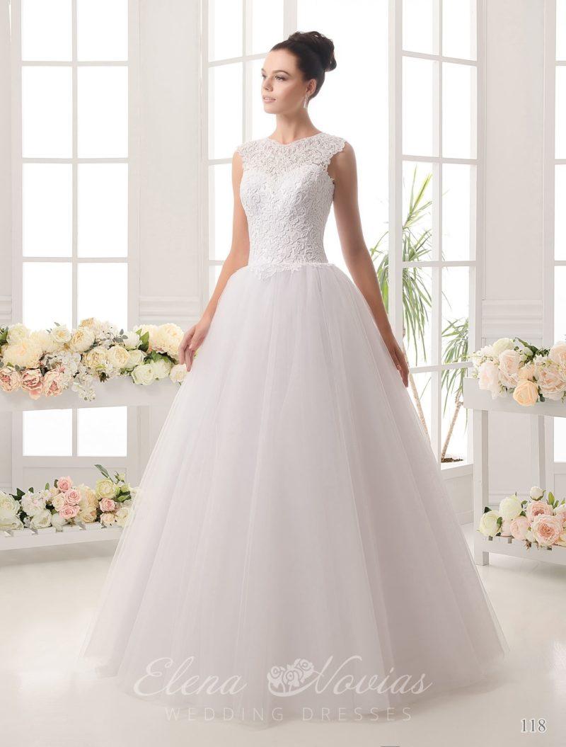 Стильное свадебное платье «трапеция» с открытой спинкой и плотным кружевом по лифу.